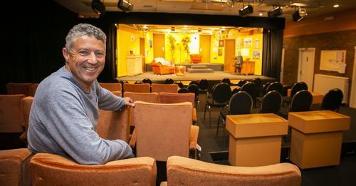Thierry Mertens van het Kulttheater in de nieuwe zaal in de Peter Benoitlaan in Deurne  — ©  Dirk Kerstens